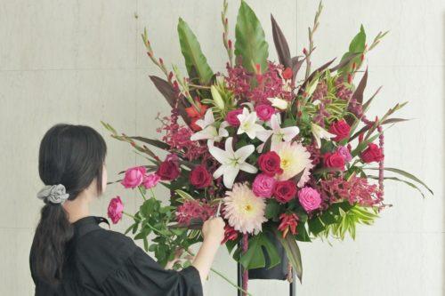 スタンド花 フラワースタンド 開店祝い 新規オープン ユリ ダリア 赤バラ お祝い