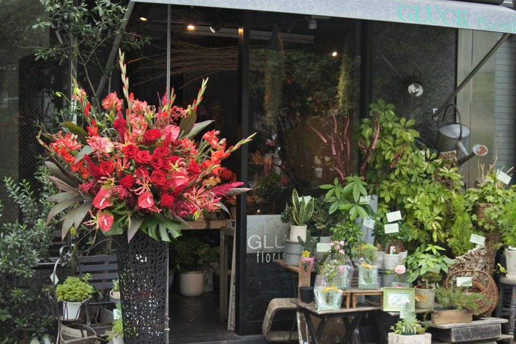 フラワースタンド2段 赤い花 バラ アンスリューム 公演祝い アーティスト デザインスタンド おしゃれなスタンド脚