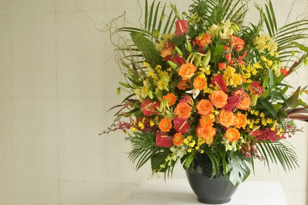 ビジネスフラワー つぼ花 生け込み 豪華 装飾花 壇上の花 花台の上に置く 会社