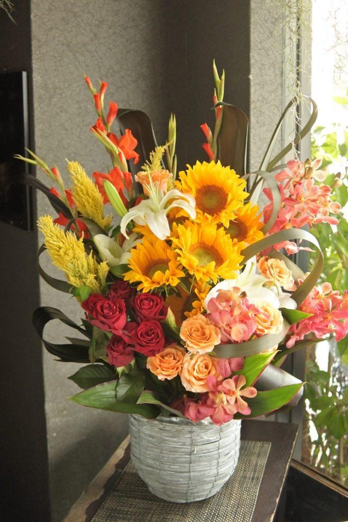 開店祝い.お祝いアレンジ,楽屋花,ラウンドブーケ,夏の花,ひまわり,日持ちする花,お誕生日プレゼント,送別会の花,大阪市配達,贈り物,夏っぽい花