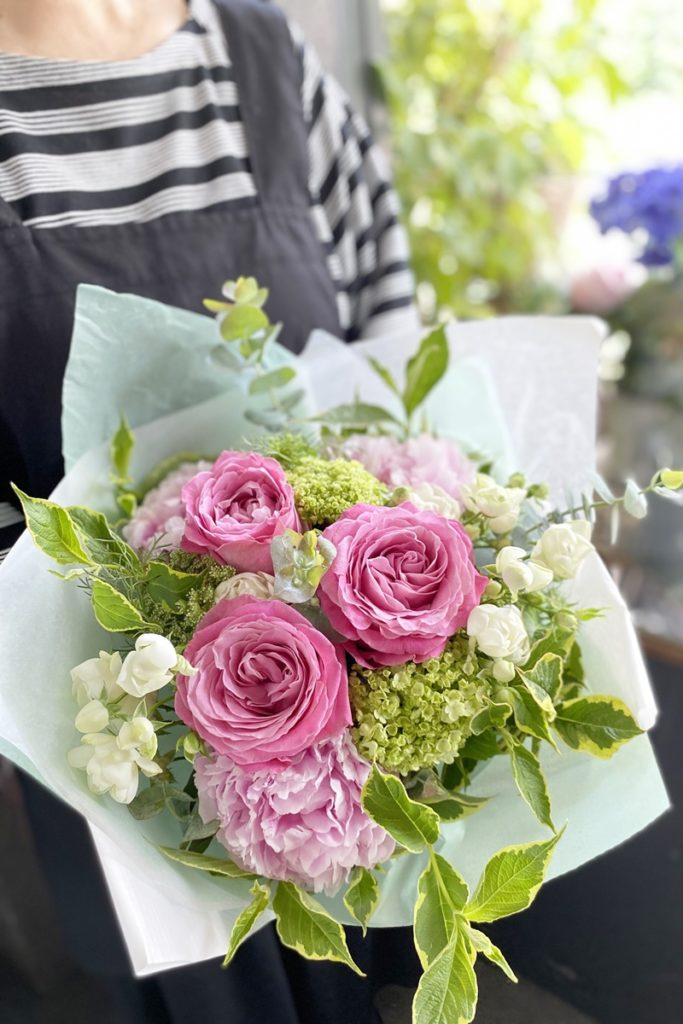 シャクヤク,花束,初夏のお花,送別会,お誕生日,大阪市配達,お花の配達,ロングブーケ,女性のプレゼント,ブーケ,母の日,シャクヤクブーケ,花束の作り方