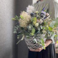フラワーアレンジ,ドライフラワーのお花,ルリタマアザミ,夏のお花,旬の花,お祝いのお花,コンパクト,おすすめ,送別,女性プレゼント,記念日,結婚記念日,お誕生日配達,大阪市花屋,アンティークなアレンジメント