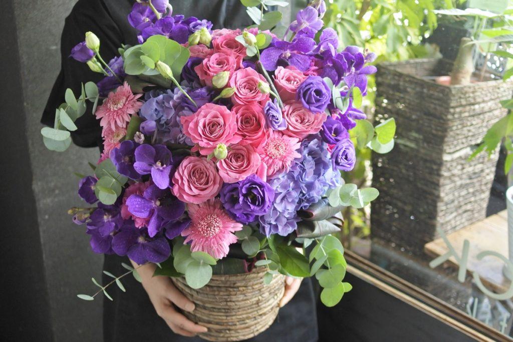 フラワーアレンジ,紫のお花,オール4ラブ+,夏のお花,旬の花,ユーカリ,コンパクト,おすす,送別,女性プレゼント,定年,上司のお花,お誕生日配達,大阪市花屋,シックなアレンジメント