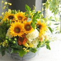 フラワーアレンジ,送別,オレンジ色,夏のお花,旬の花,ひまわり,コンパクト,おすす,送別,男性プレゼント,定年,上司のお花,プレゼント,お誕生日配達,大阪市花屋,明るいアレンジメント