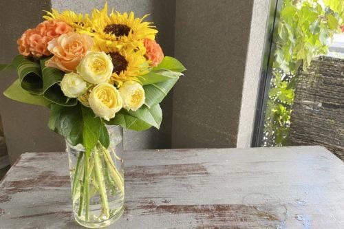 ラウンドブーケ,ひまわりの花束,クラッチブーケ,けいとう,スプレーバラ,夏のお花
