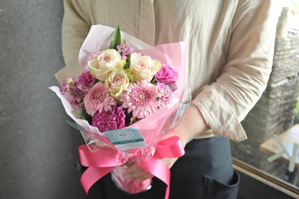 誕生日のブーケ,ラウンドタイプ,花束,奥様へプレゼント,女性に好まれる,バラ,ガーベラ,かわいい色合い,出産祝い,産休のブーケ