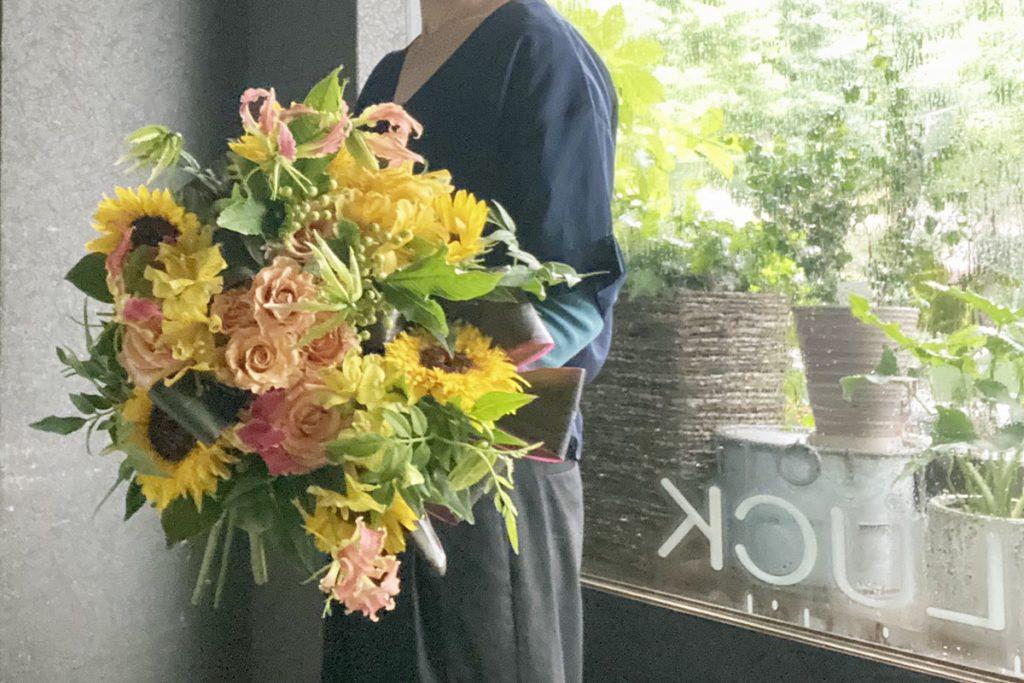 ひまわり,ラウンドブーケ,夏のギフト,バラとひまわりの花束,お誕生日のお花,ブーケの注文