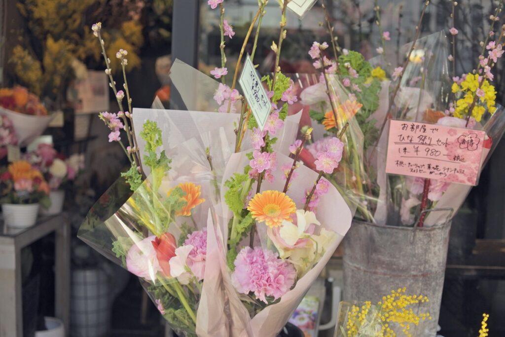 ひな祭り,桃の花,雛人形,バラ,スイトピー,ピンクのフラワーアレンジ,女の子に渡すプレゼント,お誕生日,お祝い,配達,大阪市西区,大阪市花屋,スイトピー