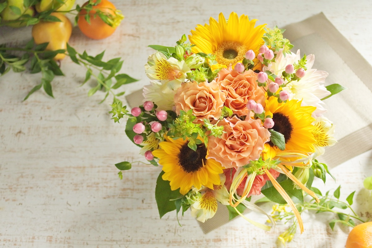 ひまわりのフラワーアレンジ,夏のフラワーギフト,大阪市花屋,大阪市西区配達,大阪市北区配達,大阪花屋,フラワーギフトお届け,お誕生日のお花,結婚記念日,おしゃれなお花,ひまわりを使ったアレンジメント,gluck,#グリュック,#gluckfloristik