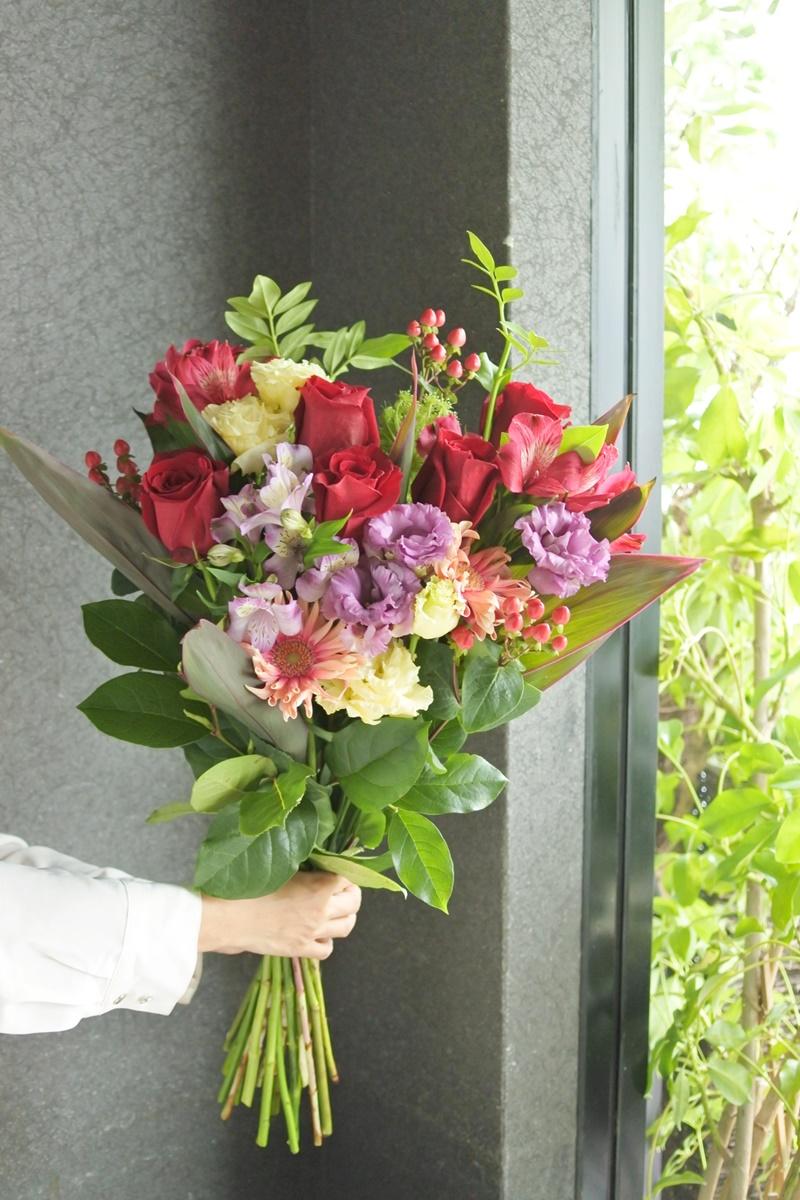 送別のお花,赤いバラの花束,ロングブーケ,結婚祝い,結婚記念日,男性が送る花,グリュック,お花の写真,大阪市花屋,大阪市西区花屋,写真撮影のコツ,お花の配達,gluckfloristik,グリュック