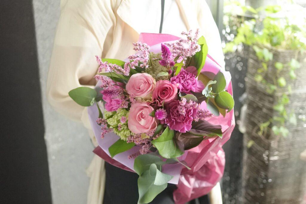 送別用花束,女性用,ラウンドブーケ,かわいい感じ,大阪市花屋,大阪市西区配達,大阪市北区配達,グリュック,かわいいブーケ,ピンクの花束